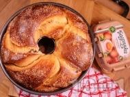 Рецепта Класически плетен козунак на конци с локум и стафиди за Великден